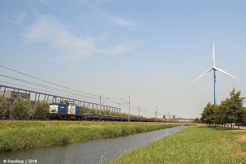 VR 203.5 met vuile ballasttrein Heemskerk 22.07.2018