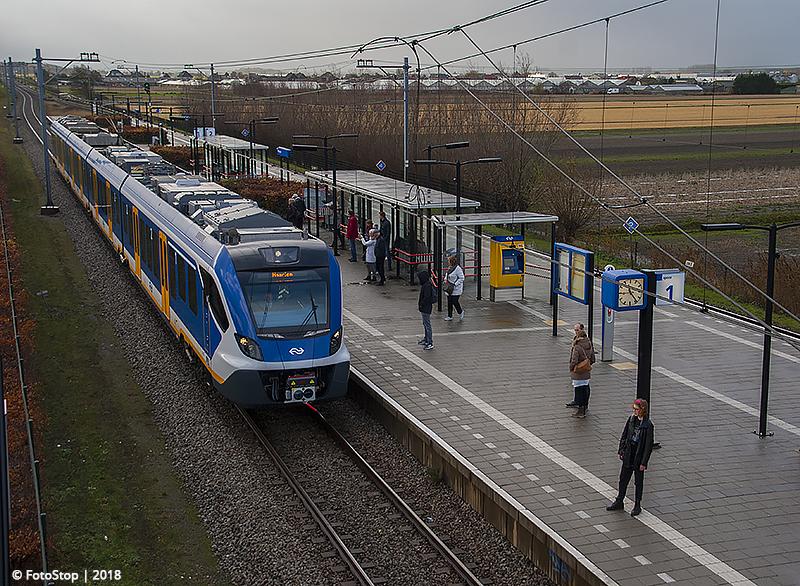 NS SNG - 2719 - Trein - 6326 - Station Hillegom 09.12.2018